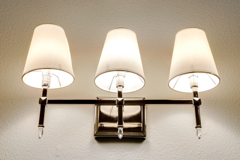 Bed_1st_Suite_Bath_Light_Upper_14050 Goodall Rd_014_lowres