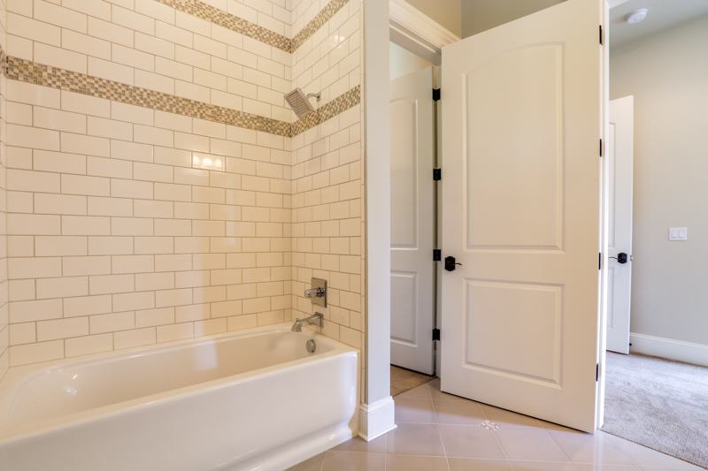 Bed_1st_Suite_Bath_Upper_14050 Goodall Rd_007_lowres