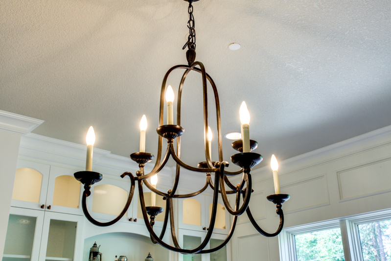 Formal_Dining_Rm_Chandelier_Main_14050 Goodall Rd_043_lowres