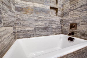 guestsuite2nd_shower_18010-s-ramsby-rd_118_webres