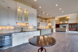 main_kitchen_bar_17447-s-outlook-rd_041_webres