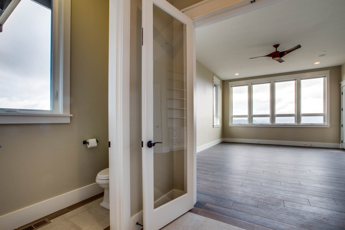 main_master_bath_17447-s-outlook-rd_016_webres