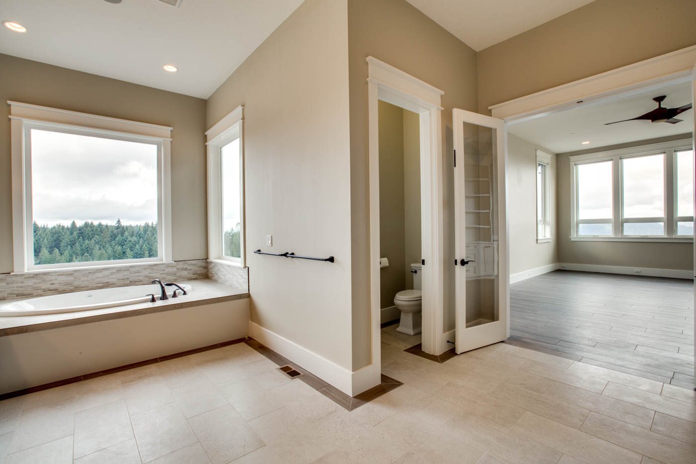 main_master_bath_17447-s-outlook-rd_025_webres