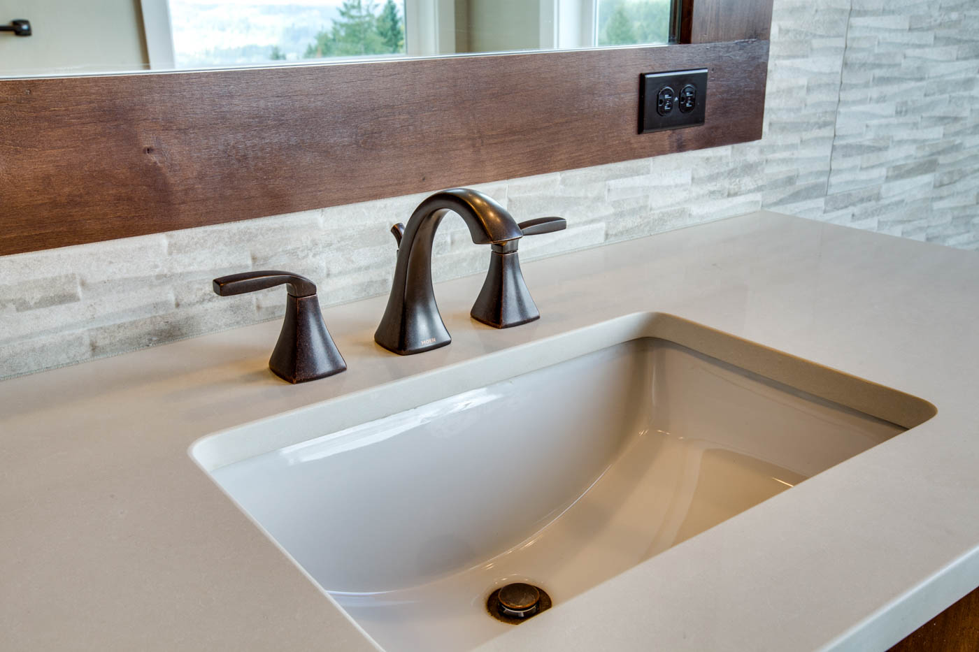 main_master_bath_sink_17447-s-outlook-rd_019_webres