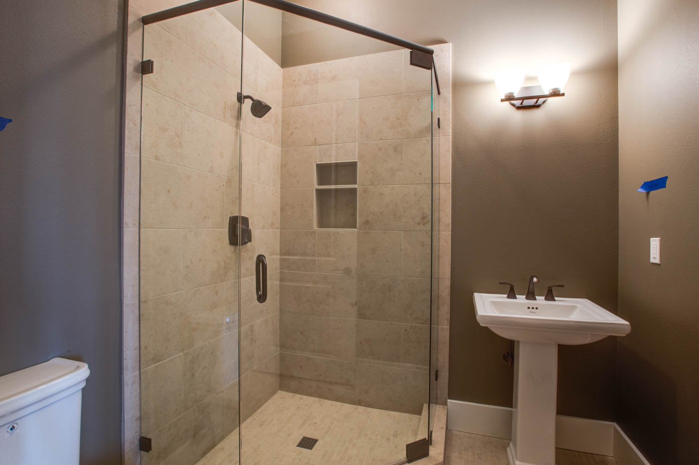 main_pool_shower_17447-s-outlook-rd_053_webres