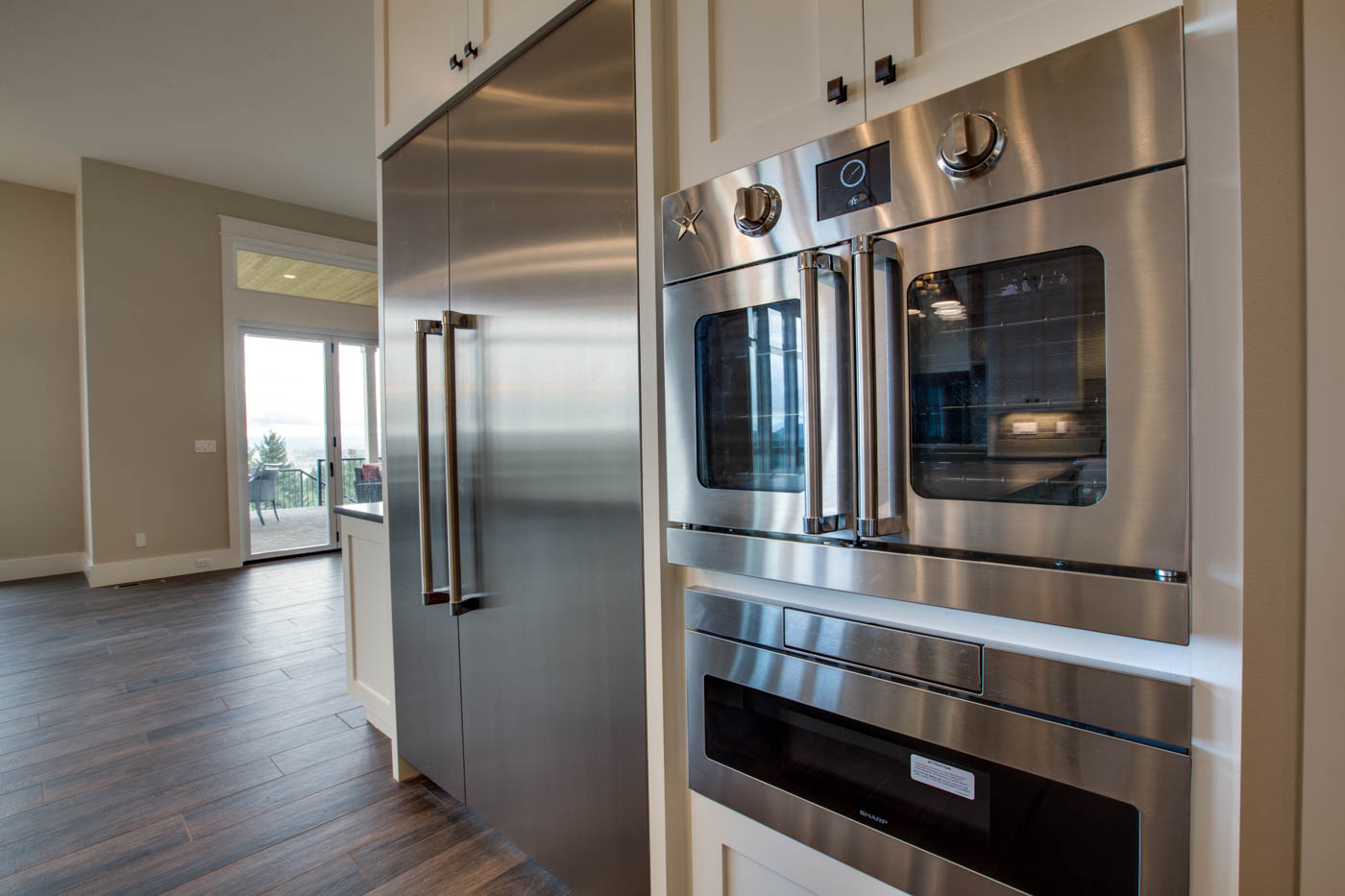 main_kitchen_ovens_17447-s-outlook-rd_046_webres