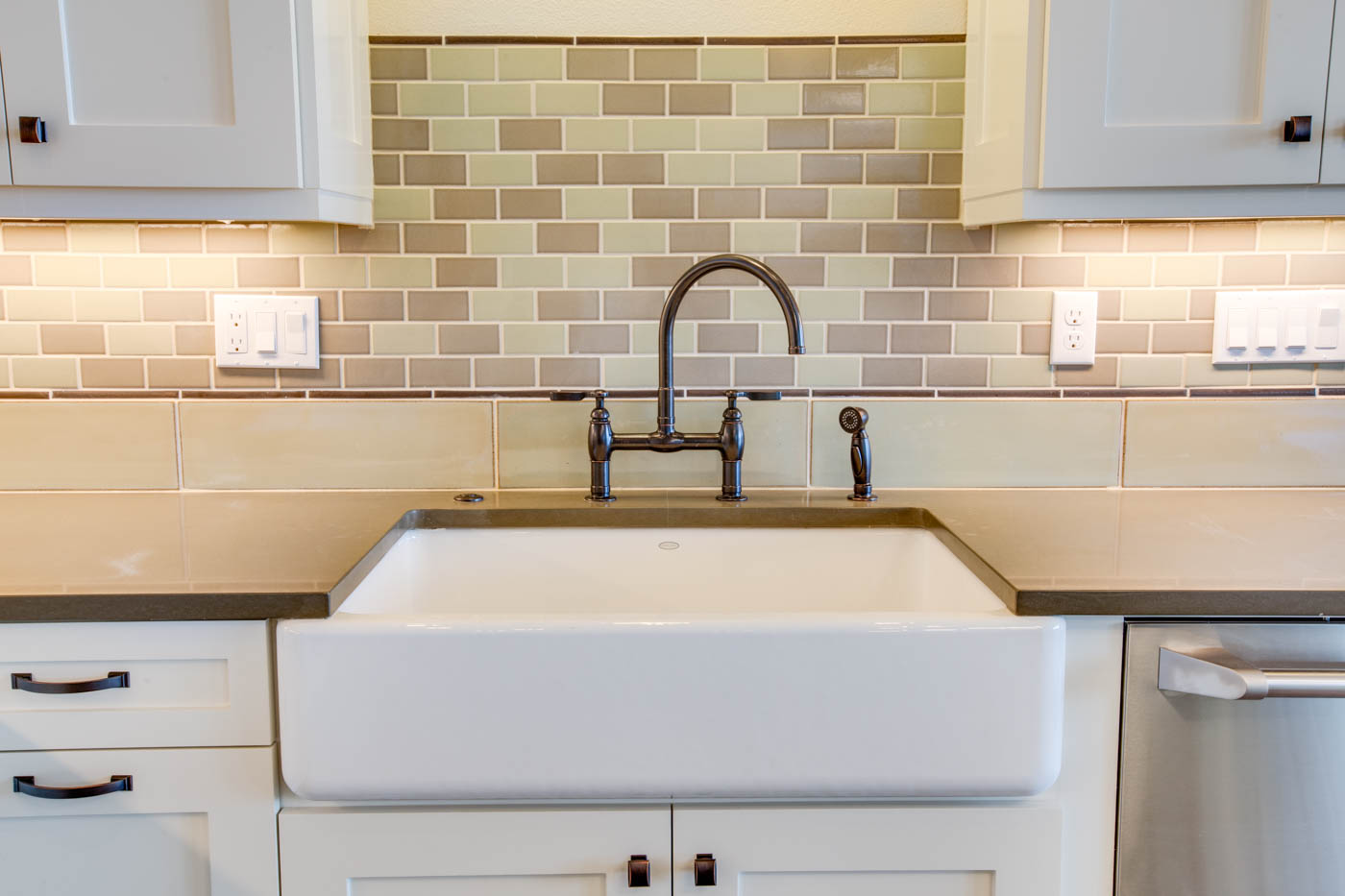 main_kitchen_sink_17447-s-outlook-rd_044_webres