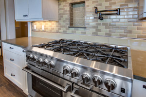 main_kitchen_stove_17447-s-outlook-rd_045_webres