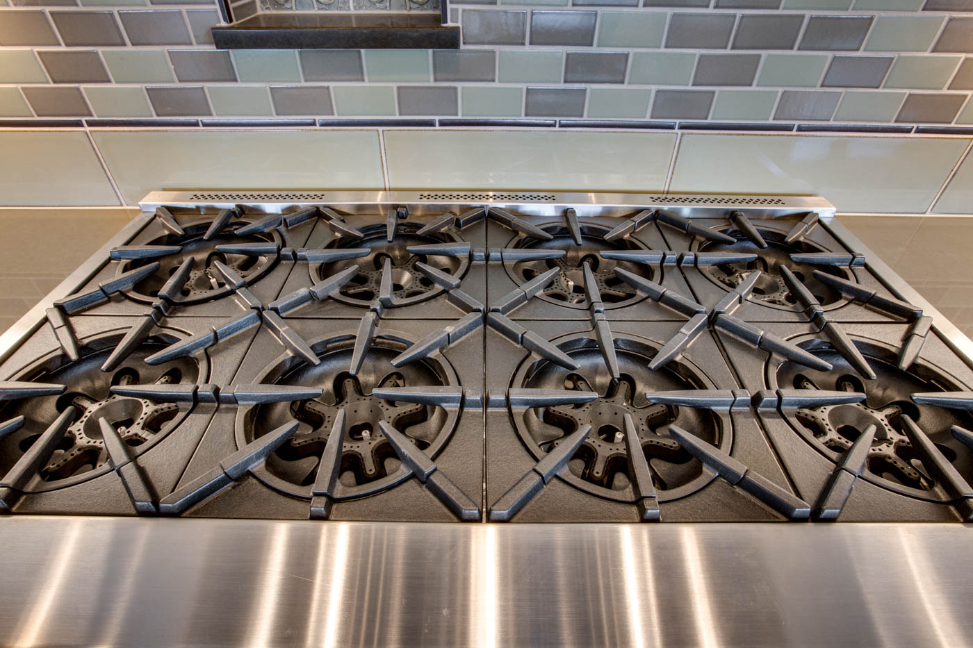 main_kitchen_stove_17447-s-outlook-rd_050_webres