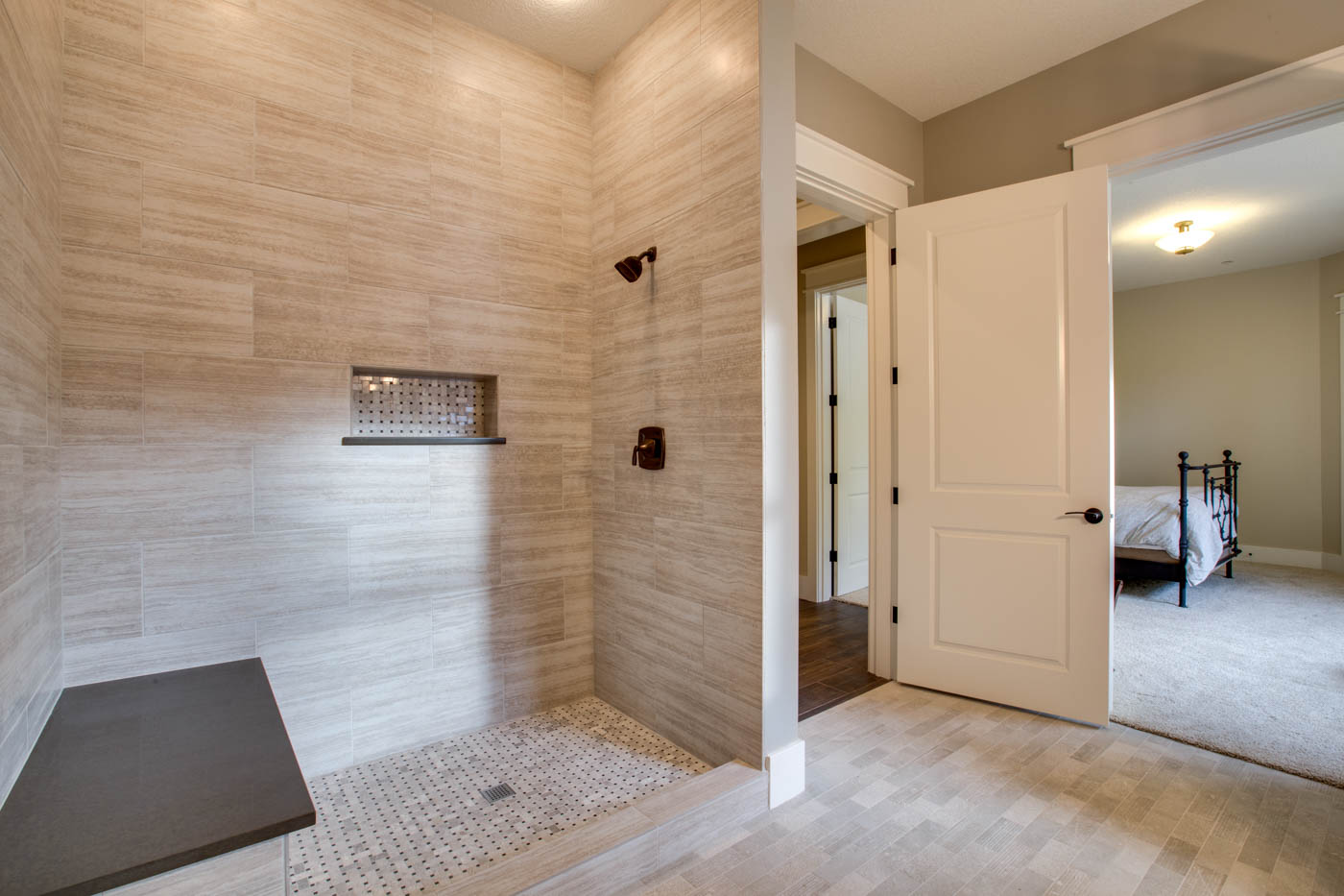 main_suite1_bath_17447-s-outlook-rd_107_webres