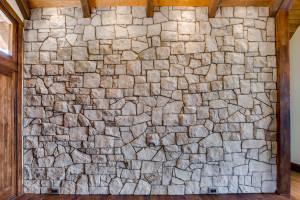 entrance_rock-wall_18010-s-ramsby-rd_057_webres