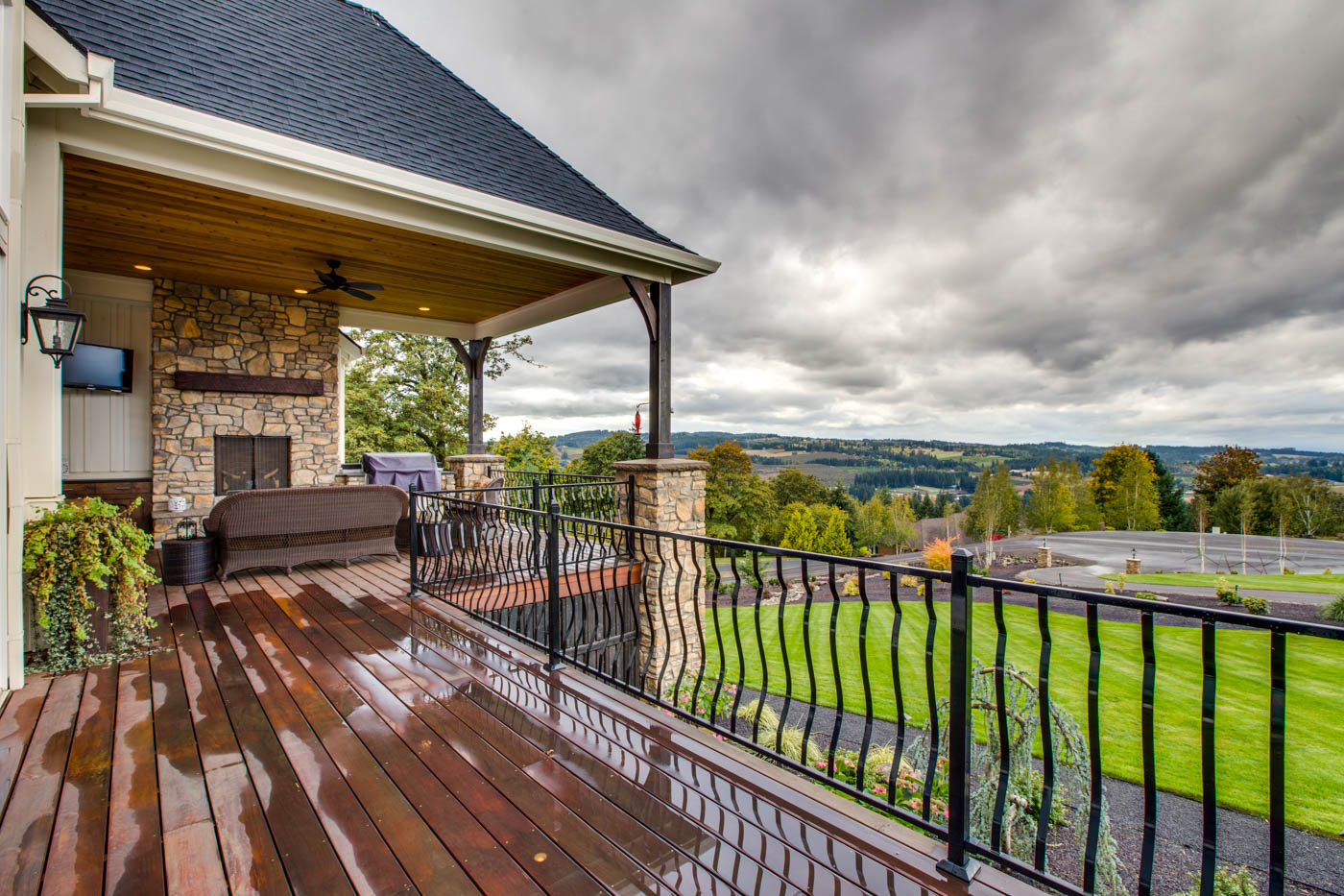 ext_front_porch_18226-sw-huckleberry-ct_017_webres