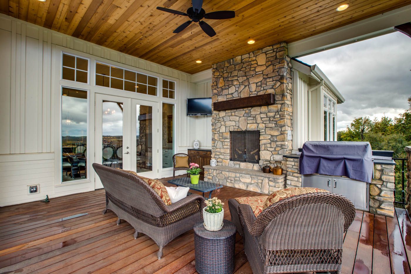 ext_front_porch_18226-sw-huckleberry-ct_020_webres