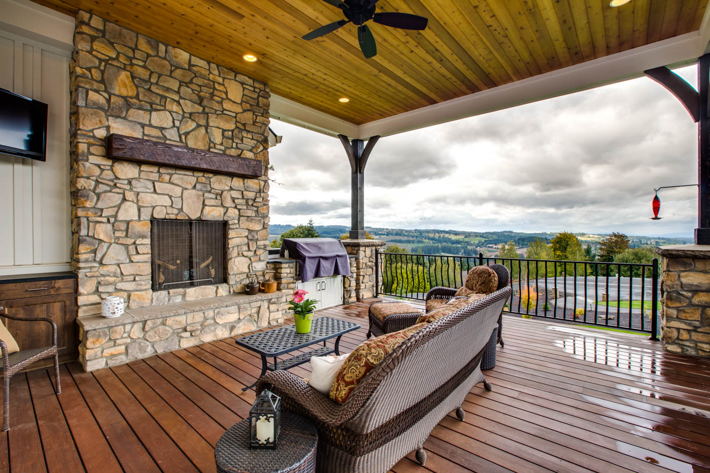 ext_front_porch_18226-sw-huckleberry-ct_022_webres
