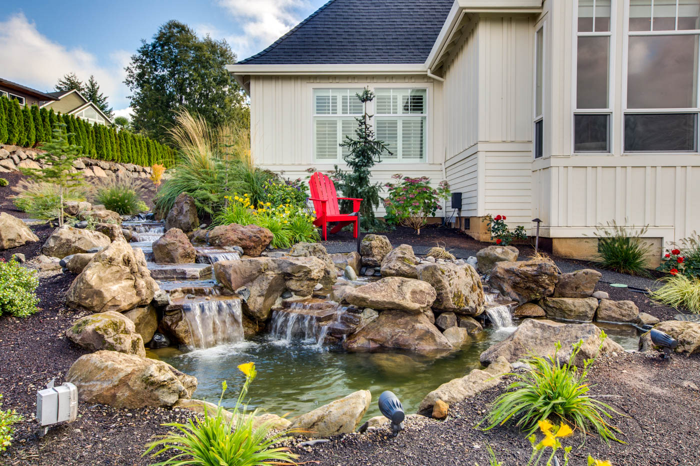 ext_front_water-feature_18226-sw-huckleberry-ct_007_webres