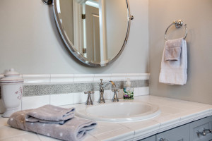 main_bath-2_jack-and-jill_bed-1_18226-sw-huckleberry-ct_074_webres