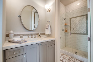 main_bath-2_jack-and-jill_bed-2_18226-sw-huckleberry-ct_077_webres