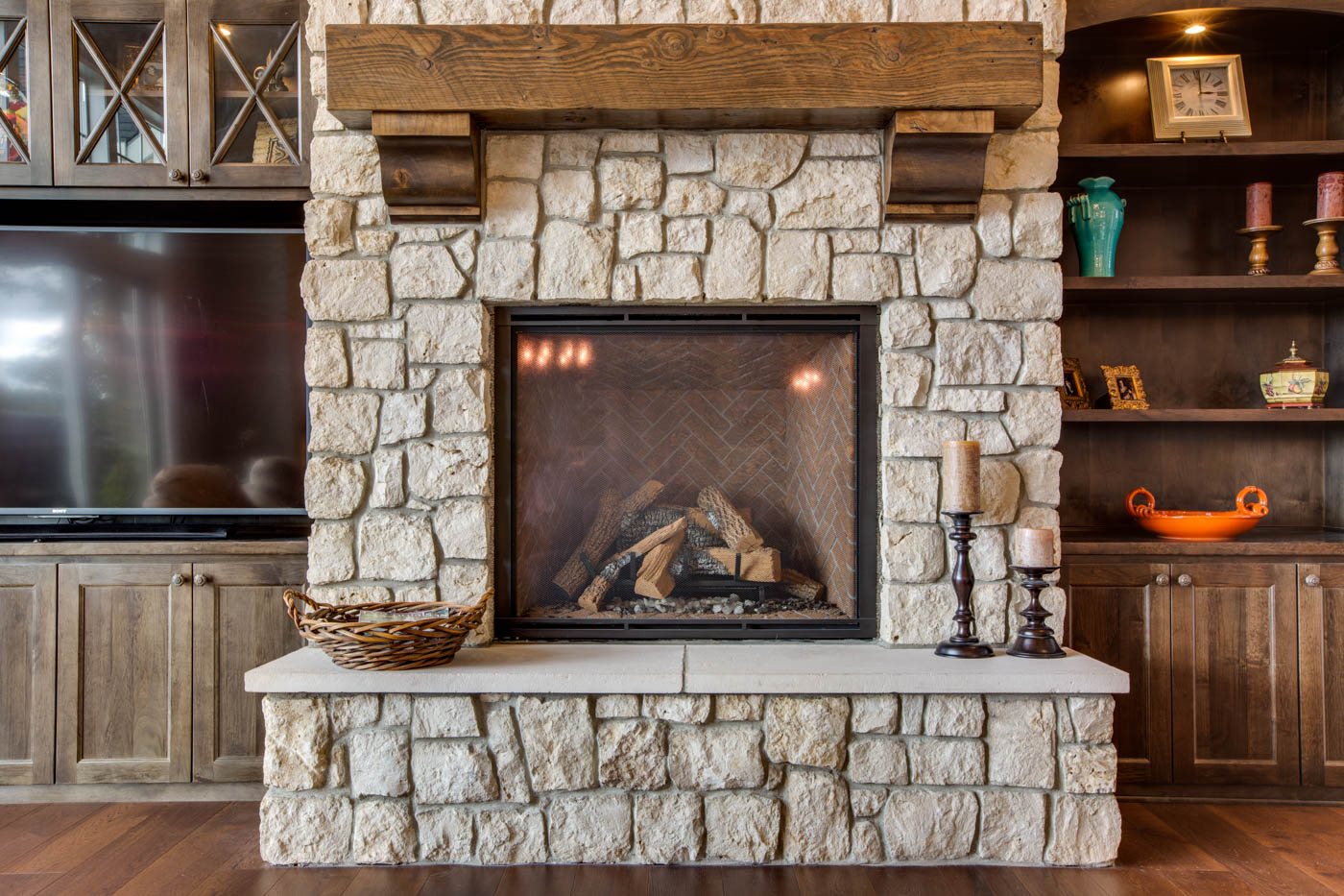 main_living-rm_fireplace_18226-sw-huckleberry-ct_031_webres