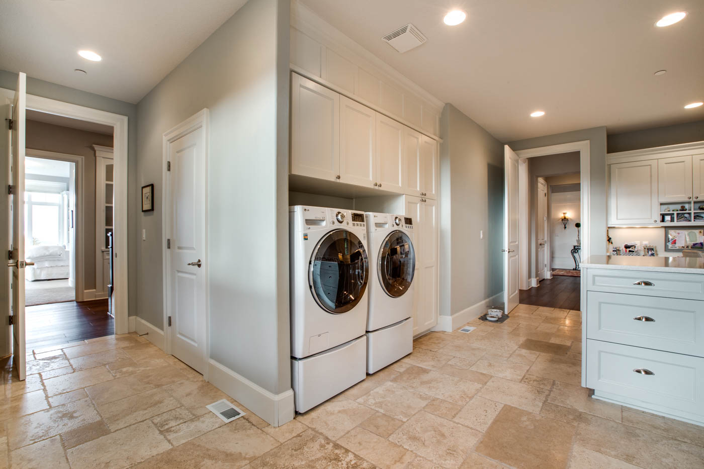 main_mud-rm_laundry_18226-sw-huckleberry-ct_083_webres