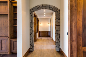right-wing_hallway_18010-s-ramsby-rd_001_webres