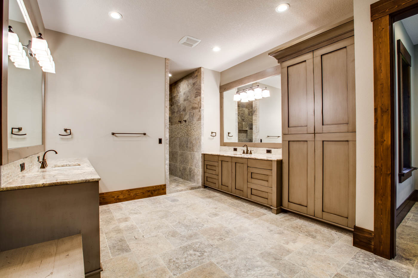 right-wing_master-suite-bath_18010-s-ramsby-rd_018_webres