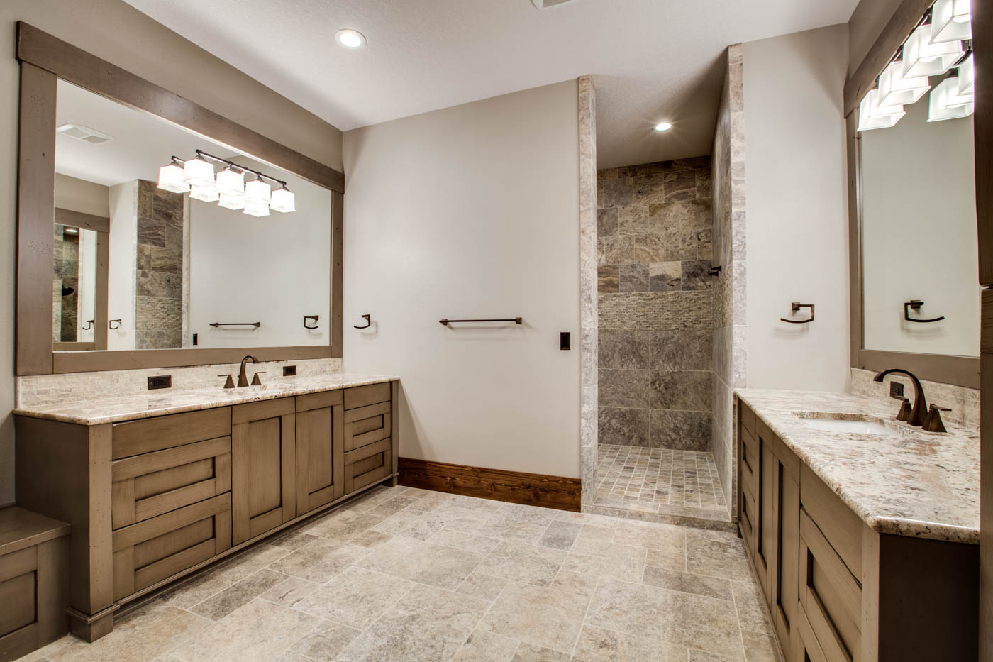 right-wing_master-suite-bath_18010-s-ramsby-rd_020_webres