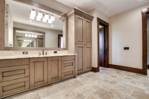 right-wing_master-suite-bath_18010-s-ramsby-rd_022_webres