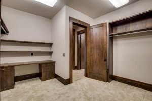 right-wing_master-suite_closet-1_18010-s-ramsby-rd_029_webres